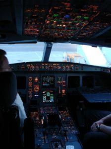 6_cockpit.jpg - 13.58 kB