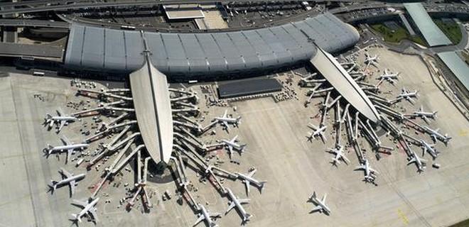 Flughafen_Paris_Charles_de_Gaulle_Terminals.jpg - 78,88 kB